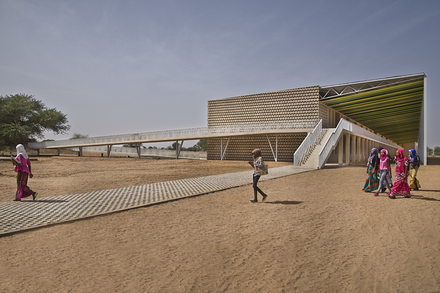 Lecture Building at the Alioune Diop University | IDOM